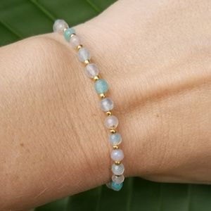 Jewelry - Woman's bracelet with gold tone spacers